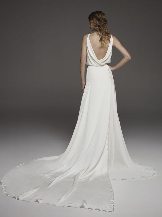 Harpe by Pronovias // Minimal, Elegant and Sleek Wedding Dress