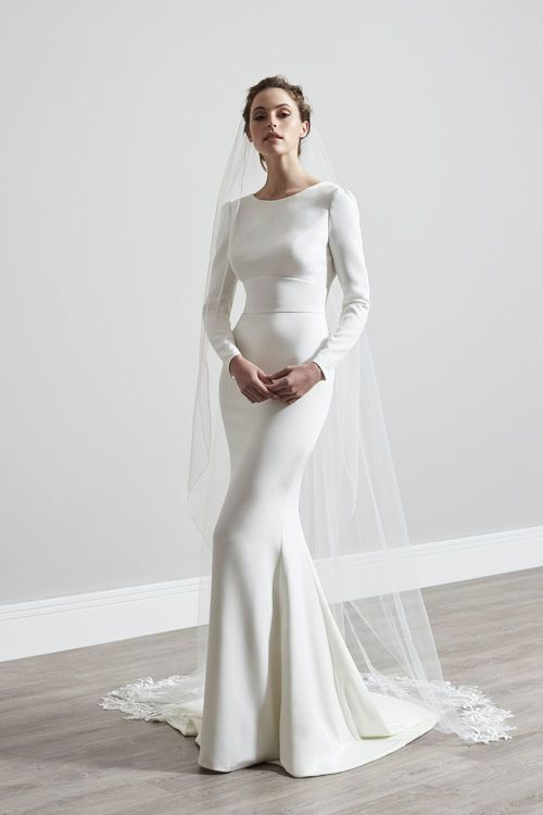 Jodene by Sassi Holford // Minimal, Elegant and Sleek Wedding Dress