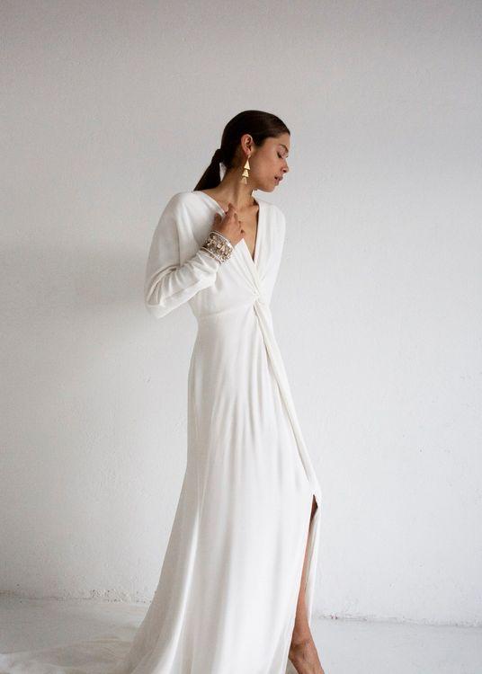 Mae by Bo & Luca // Minimal, Elegant and Sleek Wedding Dress