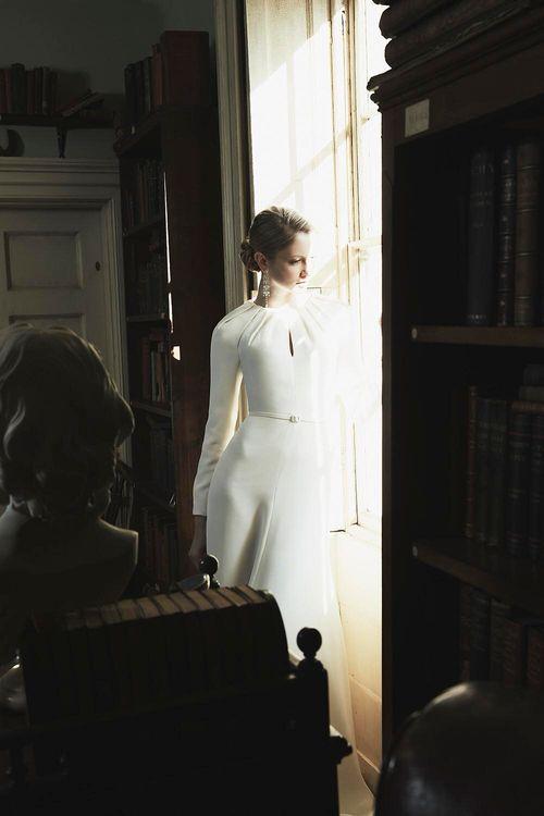 Philippa Lepley 2019 // Minimal, Elegant and Sleek Wedding Dress