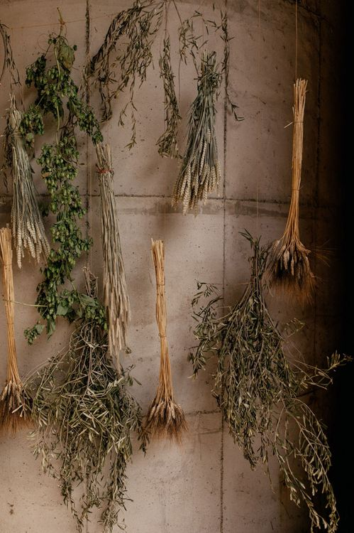 Hanging dried flowers and grasses for sustainable wedding