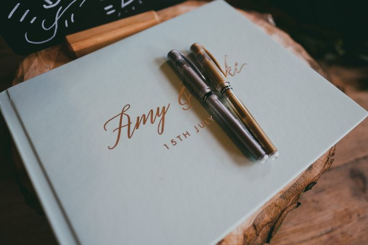 Guest Book // Image By Ross Talling Photography