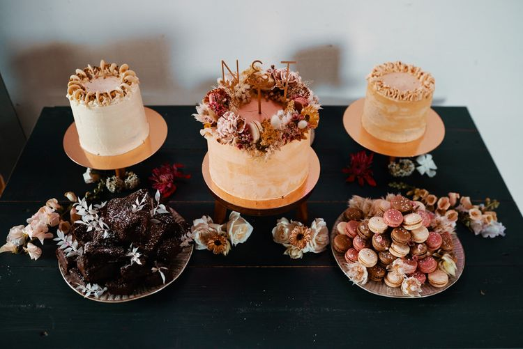 Autumn wedding colours wedding cakes with dried flower decor