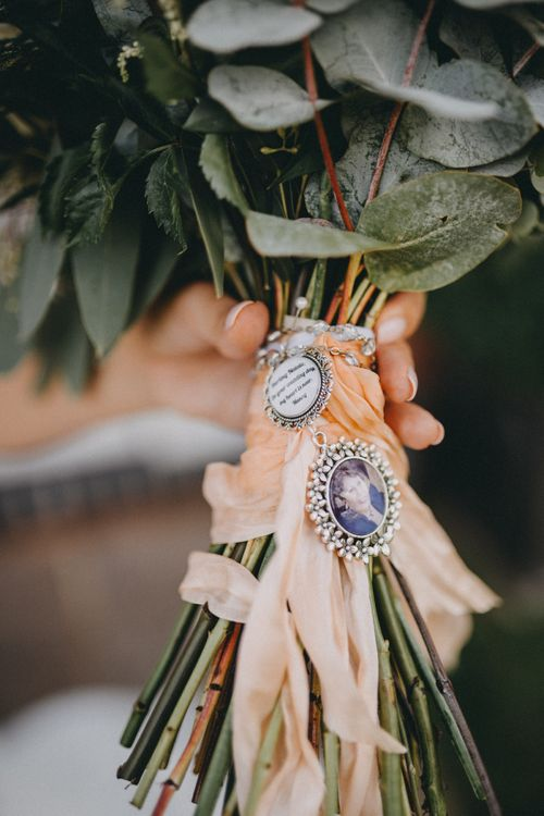 Bridal bouquet with memory brooches