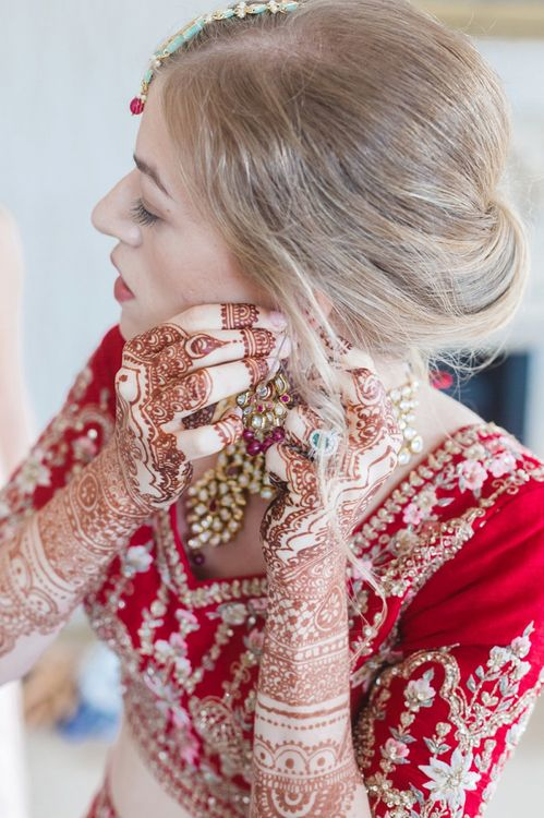 Bridal preparations for Hindu wedding ceremony at fusion wedding