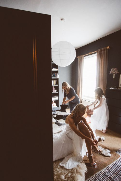 Wedding Morning Bridal Preparations  Autumn City Wedding at Clissold House,  West Reservoir Centre   A Thing Like That Photography