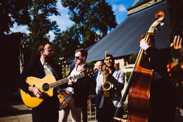 Roaming Acoustic Band For Wedding // Images By Ed Godden Photography