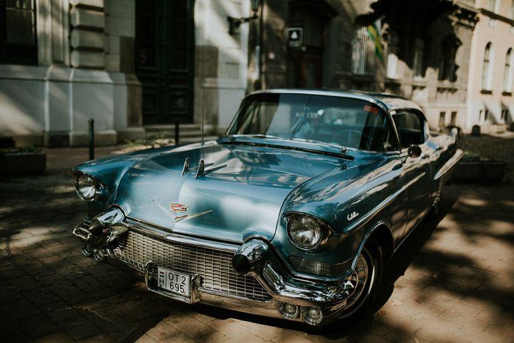 Vintage Blue Cadillac Wedding Transport | Budapest Wedding with Giant Bridal Bouquet, Tuk Tuks and Cadillac | Jágity Fanni Fotográfus