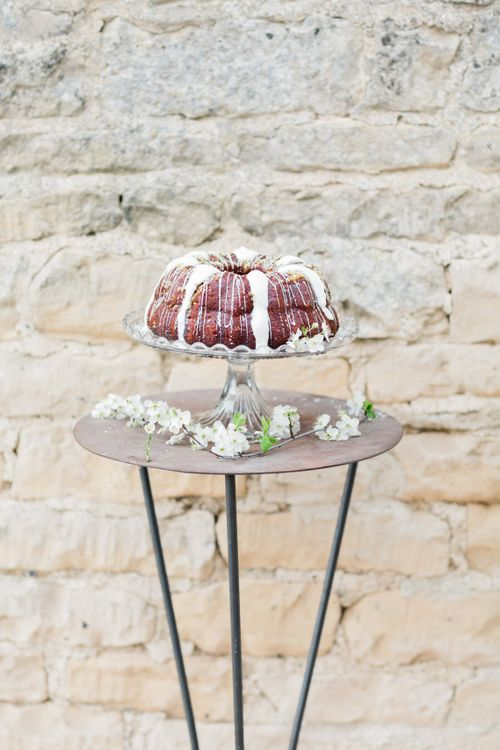 Wedding Cake | Spring Wedding Colours for 2019 | Zesty Spring Wedding Inspiration | Spring Wedding by  Weddingcreations UK| Bowtie and Belle Photography