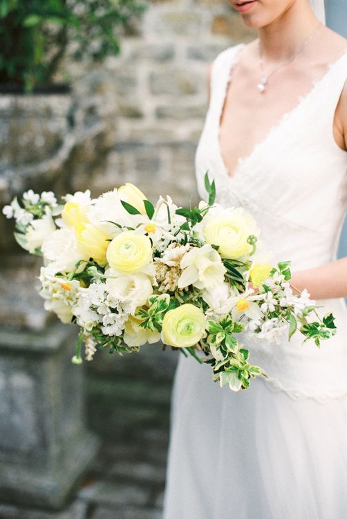 Lemon & White Bouquet | Spring Wedding Colours for 2019 | Zesty Spring Wedding Inspiration | Spring Wedding by  Weddingcreations UK| Bowtie and Belle Photography