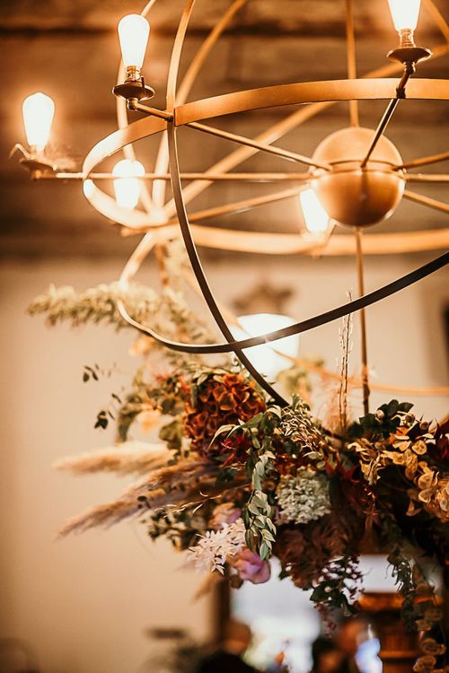 Reception decor with foliage details and botanical styling