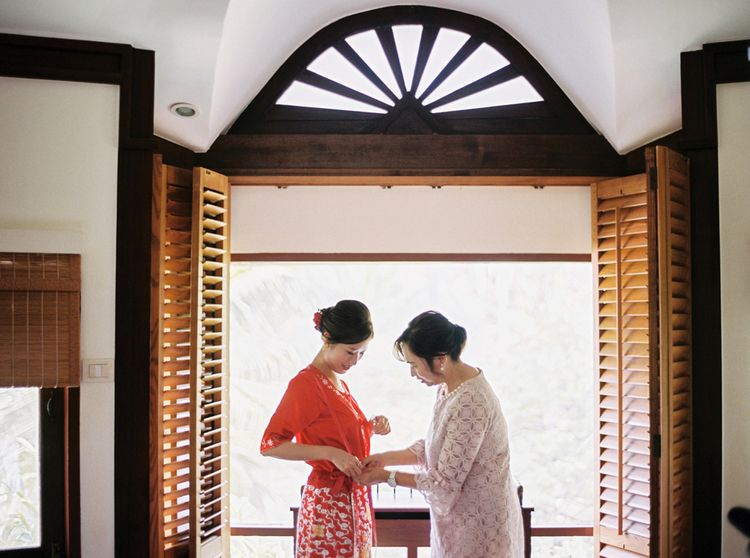 Mother of the bride helping her daughter on the wedding morning