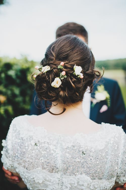 Berries and flowers in brides hair