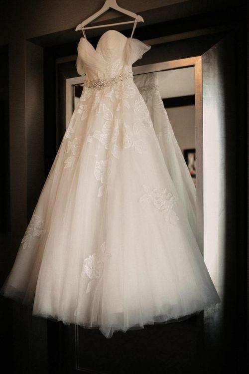 Brides off the shoulder lace dress for Las Vegas wedding