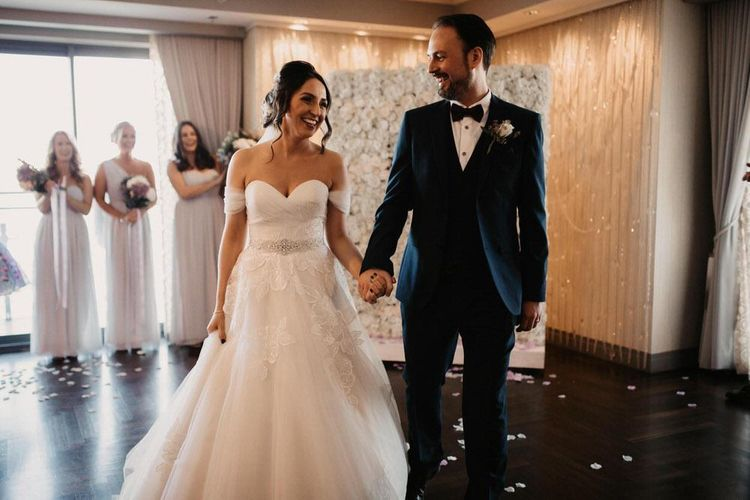 Bride and groom tie the knot at a Las Vegas wedding
