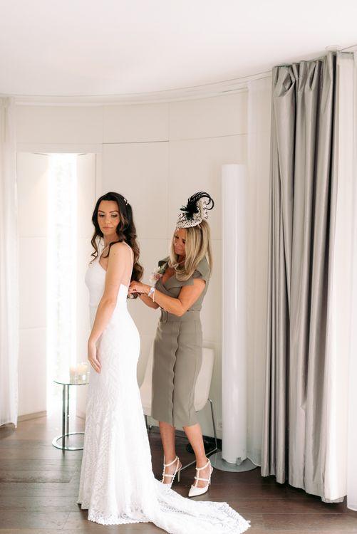 去参加婚礼准备好了,明天晚上去见新娘