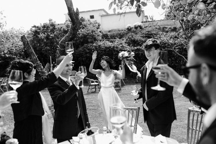 在婚礼上,在伦敦的一家酒店里举办了一场婚礼