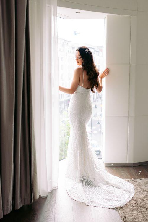 白色的白色裙子,穿着礼服,穿着比基尼礼服,穿着膝盖裙