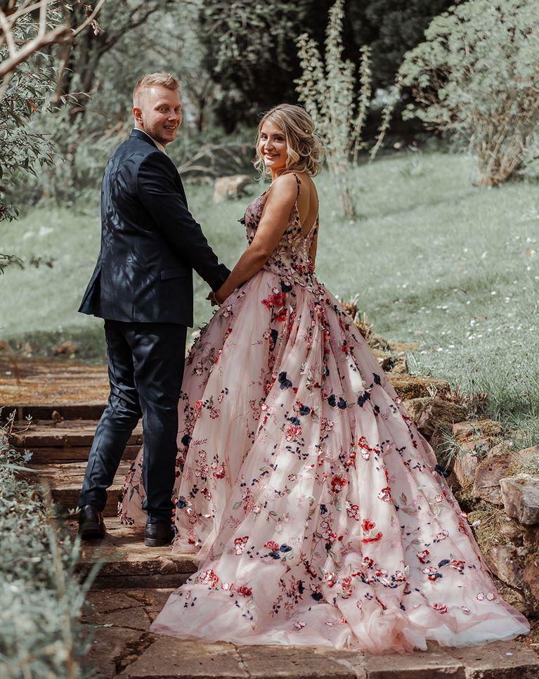 花卉贴花婚纱